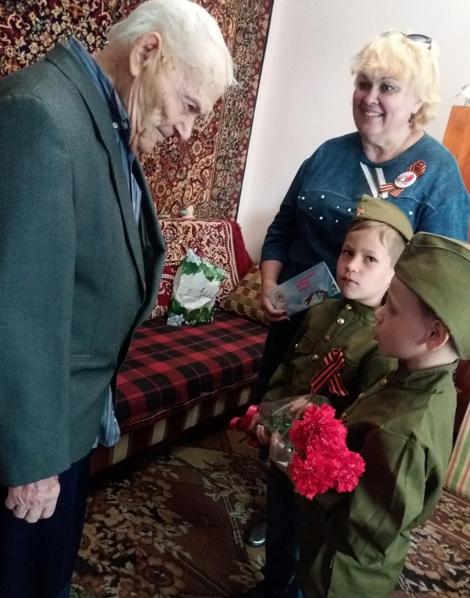 Статья в газету о поздравлении ветеранов на дому